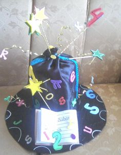 Sombreros locos para niños en material reciclable - Imagui Crazy Day, Diy For Kids, Hats, Girls, Recycled Dress, Mothers Day Crafts, Recycled Materials, Creative Kids, Birthdays