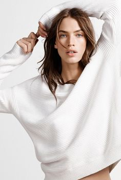 Country Road - horizontal rib knit, I need this too - work experience at CR is so tempting! Studio Photography Poses, Fashion Photography Poses, Fashion Poses, Fashion Shoot, Girl Photography, Editorial Fashion, Photo Portrait, Portrait Poses, Female Portrait