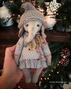 Очень жду❄️ #homemade #ooakteddy#примитивы #primitive #teddy #oldtoys #homemade #handmade #elephant #слон#artistbear #teddybears #теддитюмень #тюмень #творчество #craft #crafts #nedleework #toys_gallery #art_hm_teddy #teddynsk #artistteddybear #teddyartist #artistbear #artistteddy #artistelephant #vintageelephant #alenteddy