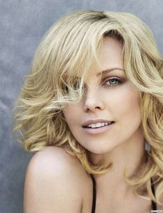 Charlize Theron Looks Totally Different with Baby Bangs - Celebrities Female Charlize Theron, Atomic Blonde, Actrices Hollywood, Britney Spears, Beautiful Actresses, Hollywood Actresses, Most Beautiful Women, Beauty Women, Celebs