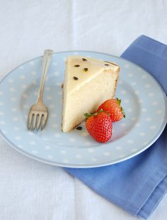 White chocolate cake with passion fruit glaze / Bolo de chocolate branco com glacê de maracujá by Patricia Scarpin, via Flickr