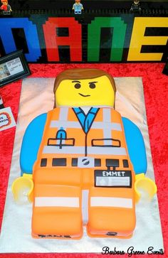 Decorated cake at a Lego Birthday Party! Lego Movie Cake, Lego Movie Birthday, Lego Movie Party, Lego Cake, 6th Birthday Parties, Birthday Fun, Cake Minion, Birthday Ideas, Minion Cupcakes