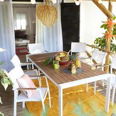 Hay que ir preparando las terrazas para el buen tiempo. Toca decorarlas para disfrutar de la vida al aire libre y aquí tenemos las ideas, tendencias y muebles de exterior que necesitas.