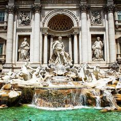 The Trevi fountain is one of those places that you just have to see when you go to Rome. #trevifountain #rome #italy #sculpture #canon_photos #thewtp #awesomeglobe #awesomeearth #discoverglobe #romance #romantic #water #green #coins