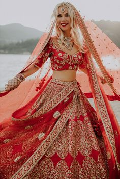 These latest lehenga designs that we spotted in 2018 Indian weddings have literally taken internet by the storm. Check out these bridal lehenga designs for some major inspiration! Royal Indian Wedding, Indian Wedding Gowns, Indian Bridal Outfits, Indian Bridal Fashion, Indian Bridal Wear, Indian Dresses, Bridal Dresses, Indian Weddings, Desi Wedding