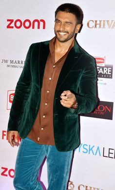 Filmfare awards pre-party was held in Mumbai. From Ranveer Singh to Sonam Kapoor, many well-known Bollywood celebs attended the pre-party of Filmfare Awards. Sonam Kapoor, Deepika Padukone, Sanjay Leela Bhansali, Pre Party, Ranveer Singh, Film Industry, Celebs, Celebrities, Latest Pics