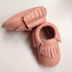 mocassins cuir bébé frangés rose pale