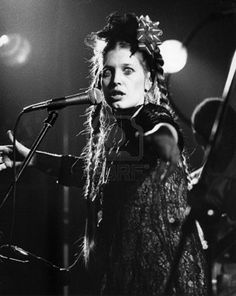 Lene Lovich, performing in London, September 1978 New Wave Music, Experimental Music, Women Of Rock, 80s Music, Punk Goth, Rock Chic, Badass Women, Post Punk, Pop Singers