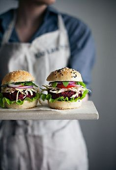19 Very Delicious Veggie Burger Recipes via Brit + Co. Veggie Burgers with Coleslaw Think Food, Love Food, Vegetarian Recipes, Cooking Recipes, Healthy Recipes, Vegetarian Barbecue, Cooking Tips, Vegetarian Cooking, Sushi Recipes