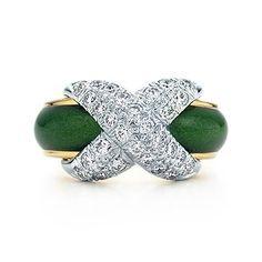 Anillo con X y pavé Schlumberger en oro de 18k con esmalte verde y diamantes.