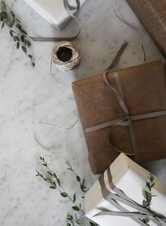 5 Minimalist D.Ys To Get You In The Holiday Mood – How to Choose a Gift? Holiday Mood, Christmas Mood, Christmas Gifts, Christmas Decorations, Nordic Christmas, Minimal Christmas, Simple Christmas, Norwegian House, Vintage Stil