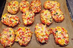 Super fast pizza sandwich Super fast pizza sandwich – Famous Last Words Snacks Pizza, Party Snacks, Pizza Recipes, Grilling Recipes, Dinner Recipes, Snacks Recipes, Chef Recipes, Sandwich Recipes, Deli Sandwiches