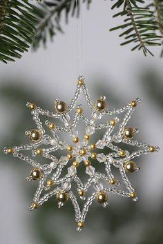 New Christmas Snowflake Ideas Beaded Christmas Decorations, Felt Christmas Ornaments, Christmas Snowflakes, Snowflake Ornaments, Beaded Ornaments, Christmas Crafts, Diy Ornaments, Beaded Snowflake, Christmas Christmas