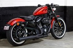 I always thought I wanted a 48, but an Iron 883 with metallic red painted tank, this seat, the lower back, this exhaust, is a really great bike that could make me change my mind about the 48.