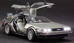 Smarty: Máquina del tiempo DeLorean reproducida al detalle en una maqueta de gran tamaño