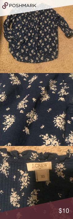J. Crew blue blouse top with flowers popover J. Crew XS blue with white flowers blouse (gently used, no flaws). Make an offer -- open to questions. J. Crew Tops Blouses