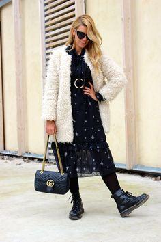 Miss trendy Barcelona: Vestido de estrellas y abrigo teddy Blazers, Barcelona, Fur Coat, Jackets, Fashion, Fur Coats, Short Dresses, Stars, Down Jackets