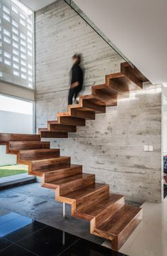 Modern and linear wooden staircase image, with an essential design, without railing - modern staircase ideas Wood Stairs, House Stairs, Timber Staircase, Stair Steps, Stair Railing, Interior Stairs, Home Interior Design, Escalier Design, Modern Stairs