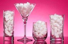 ¿Sabías que el azúcar puede servirte para mucho más que endulzar tus postres? Te sorprenderás al leer todos los usos que puedes darle a este delicioso condimento.  Más allá de ser usado para endulzar o dar consistencia a ciertas preparaciones, el azúcar puede ser tu aliado en el hogar. Tenemos a d