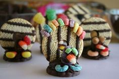 While turkey and stuffing may be everyone's favorite main course, you can't forget about dessert, which is where these turkey cookies come into play. These don't cost much, they're simple to make, and your guests are sure to love them. Creative Snacks, Fun Snacks For Kids, Kids Meals, Kid Snacks, School Snacks, Thanksgiving Snacks, Thanksgiving Crafts For Kids, Thanksgiving Turkey, Happy Thanksgiving