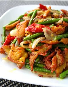Table for or more: Turmeric Stir fried Chicken Ayam Goreng Kunyit @ My Fav Ala-Thai Veggie Recipes, Seafood Recipes, Chicken Recipes, Cooking Recipes, Healthy Recipes, Healthy Food, Malaysian Cuisine, Malaysian Food, Malaysian Recipes
