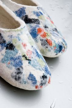 Bure Bure: Ecological felted slippers from Skudden sheep wool decorated with Lithuanian linen