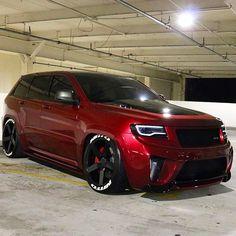 Great alternative to the mini van a sick JEEP SUV Sexy Cars, Hot Cars, Srt8 Jeep, Carros Bmw, Jeep Cherokee, Cherokee Srt8, Bmw M4, Jeep Truck, Jeep Life