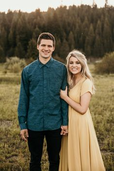 Engagement pictures outfit inspo blue button up shirt and yellow dress young couple in Northern Idaho photo by Kortney J Photo Rhett Carly: Idaho Engagements - Kortney J Photo Dresses For Engagement Pictures, Engagement Photo Dress, Country Engagement Pictures, Winter Engagement Photos, Engagement Outfits, Engagement Photo Inspiration, Fall Engagement, Engagement Pics, Young Couples Photography