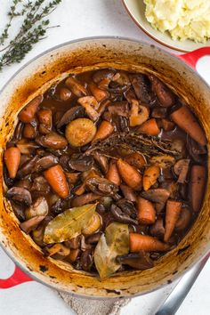 Mushroom bourguignon is the ultimate hearty, comforting vegan stew (and it's also surprisingly low calorie! Vegan Dinner Recipes, Veg Recipes, Mushroom Recipes, Vegan Dinners, Vegetarian Recipes, Healthy Recipes, Healthy Eats, Cooking Recipes, Mushroom Bourguignon