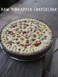 A Raw Pineapple Cheesecake Recipe that is so delectably tasty that you will be shocked to know that it's healthy when you take a bite! Veggie Recipes Healthy, Superfood Recipes, Raw Vegan Recipes, Healthy Treats, My Recipes, Baking Recipes, Vegan Foods, Paleo, Raw Desserts