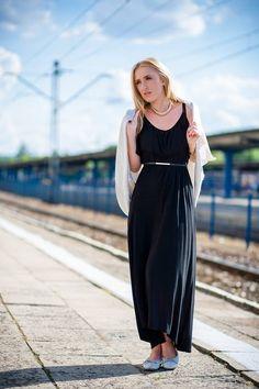 #Polecamy sukienkę H&M, sweter ZARA, pasek Mohito & balerinki Tommy Hilfiger + Zegarek Swiss. Stylizacja idealna na gorące dni jak i na podróż #