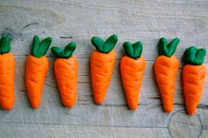 How to make fondant-carrots (in Danish but plenty pictures) <3