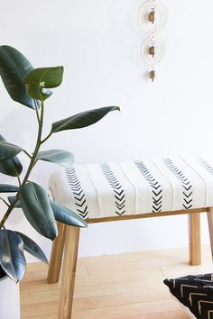 Ikea Hack Mudcloth Upholstered Bench – Alice and Lois – Diy Furniture Ideas Diy Home Decor Rustic, Diy Home Decor On A Budget, Handmade Home Decor, Decorating On A Budget, Interior Decorating, Cottage Decorating, Interior Design, Ikea Hacks, Hacks Diy