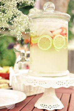 No one can deny that a cold class of freshly squeezed lemonade is not the one of the most refreshing drinks! It seems so be our Sunday treat of choice with dinner. Cranberry Salsa, Homemade Lemonade Recipes, Ladies Luncheon, Festa Party, Party Entertainment, Pink Lemonade, Summer Drinks, Party Planning, Wedding Planning