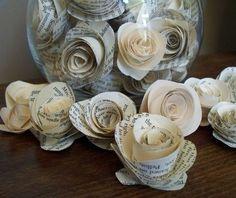 papier flechten ideen | Zum Schluss kleben Sie das Papierende, damit sich die Blüte nicht ...