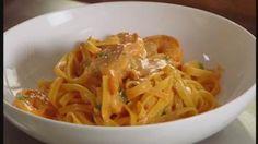 Tagliatelle met scampi en tomatenroomsaus | VTM Koken
