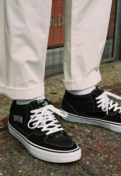 It's the shoe worn by a new generation of skaters. Hit up Looped for more on the Vans Half-Cab. Street Fashion, Men's Fashion, Fashion Design, Early 90s Fashion, Vans Outfit, Skateboards, Streetwear, Kicks, Asos