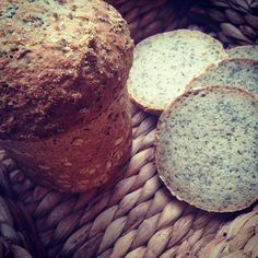 Low-Carb-Brot mit Chia-Samen – mit Genuss abnehmen Slimming: Low carb bread with chia seeds Ketogenic Recipes, Low Carb Recipes, Healthy Recipes, Bread Recipes, Law Carb, Desayuno Paleo, Dairy Free Chocolate Cake, German Bread, Keto Bread