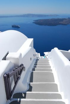 this place reminds me of the movie, Sisterhood of the Travelling Pants [Santorini, Greece]