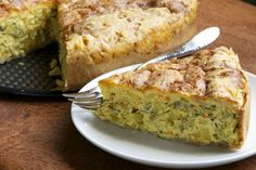 Pies don't have to be sweet in order to be a delightful treat! Try this broccoli pie recipe for something much healthier that tastes just as great! Crock Pot Recipes, Breakfast And Brunch, Breakfast Ideas, Broccoli Cheddar, Broccoli And Cheese, Mini Quiches, Food Cakes, Broccoli Pie Recipe, Tasty Chocolate Cake