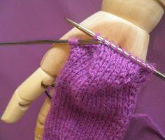 ARTES-ANAS: CALCETINES 5 AGUJAS,TALÓN Y CAZUELA, (2 DE 3) Knitting Socks, Knitted Hats, Fingerless Gloves, Arm Warmers, Slippers, Booty, Crochet, Mini, Handmade