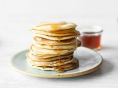 Easter brunch: 25 treats for feasting and enjoyment - Pancakes! Best Pancake Recipe, American Pancakes, Sweet Cocktails, Chocolate Chip Pancakes, Chocolate Chips, Homemade Pancakes, Coconut Pancakes, Easter Brunch, Beignets