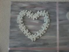 Veel leuke hartjes op canvas. puzzel stukjes wit schilderen