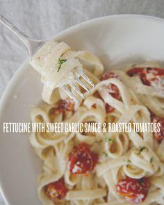 Fettucine à l'ail doux et aux tomates rôties.  EXCELLENT.