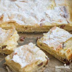 Placinta cu branza dulce si stafide este preferata multora, pentru ca se face Read more... Romanian Food, Cottage Cheese, Melted Butter, Raisin, Sour Cream, Deserts, Food And Drink, Sweets, Recipes
