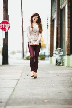 Have the jeans just need tye sweater Cold Weather Outfits, Fall Winter Outfits, Autumn Winter Fashion, Street Style Blog, Casual Street Style, Oxblood Pants, Holiday Fashion, Autumn Fashion, Future Wife