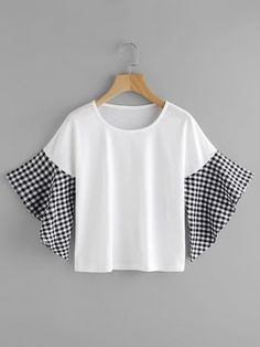 SheIn offers Contrast Gingham Fluted Sleeve Tee & more to fit your fashionable needs.and those sleeves Blouse Styles, Blouse Designs, Dress Outfits, Fashion Dresses, Diy Clothes, Clothes For Women, Sewing Clothes, Vetement Fashion, Clothing Hacks