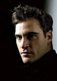 Joaquin Phoenix - i like him cuz he don't give a sh.... what you think!!