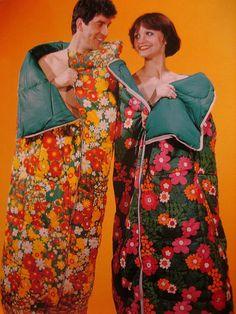 Nylon static funtimes in a retro sleeping bag. Zip em together! Love Vintage, Vintage Ads, Vintage Campers, Vintage Trailers, Vintage Floral, Vintage Style, Die Siebziger, Kitsch, Looks Cool