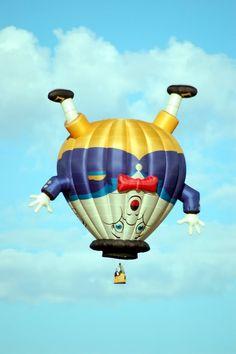 Off the wall, Hot Air Balloon Flying Balloon, Air Balloon Rides, Hot Air Balloon, Albuquerque Balloon Festival, Lovers Pics, Vintage Neon Signs, Air Ballon, Balloon Shapes, Pyramids Of Giza